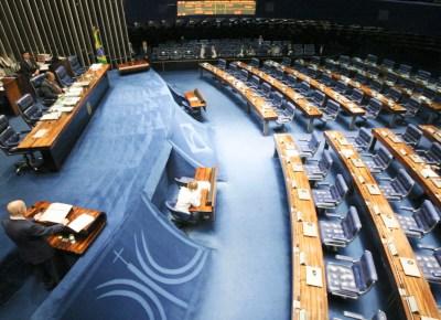 Demóstenes Torres pede desculpas em plenário vazio do Senado