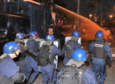Em Assunção, policiais enfrentam partidários de Lugo
