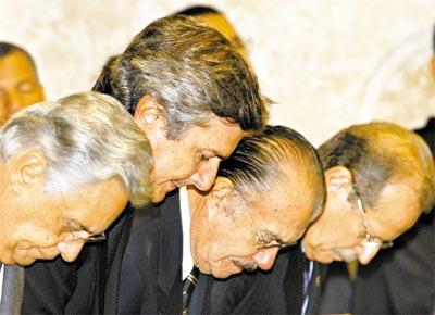 Os ex-presidentes FHC, Fernando Collor e José Sarney, e o ministro Tarso Genro, na posse de Gilmar Mendes na presidência do STF