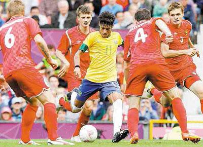 Neymar chuta marcado por quatro na vitória por 3 a 1